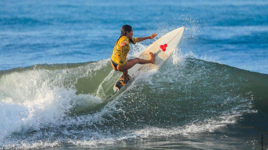 conmocion-en-el-surf:-murio-una-joven-de-22-anos-tras-ser-alcanzada-por-un-rayo  La 100 Bragado 90.9 mhz