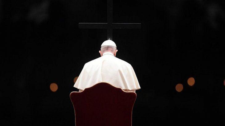 el-papa-preside-en-plaza-san-pedro-el-via-crucis