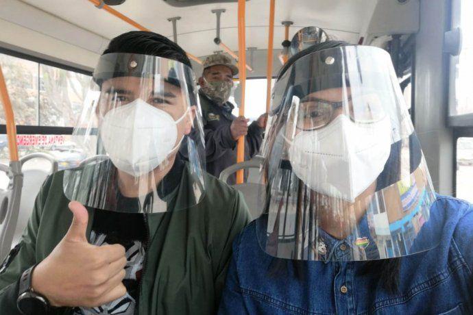 peru:-ademas-de-barbijo,-obligan-a-usar-la-mascara-transparente| La 100 Bragado 90.9 mhz